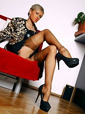 Perfect MILF legs in swarthy vintage stockings and hot stilettos